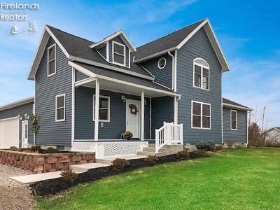 Port Clinton Single Family Home For Sale: 3870 W Lakeshore Drive