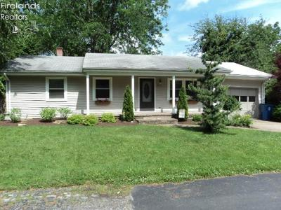 Huron OH Single Family Home For Sale: $159,000