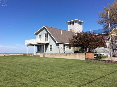 Oak Harbor Single Family Home For Sale: 8675 Sand Beach Road