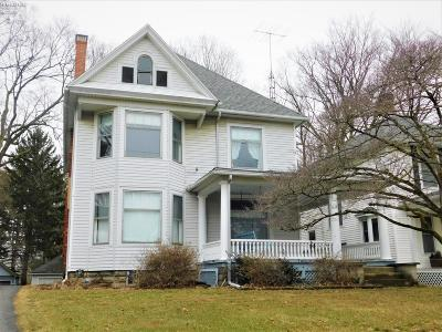 Norwalk Single Family Home For Sale: 204 W Main Street