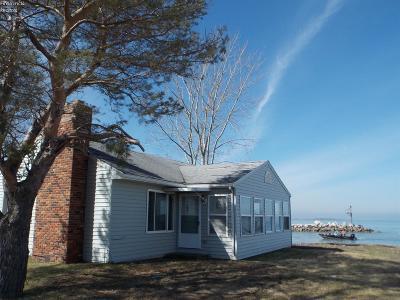 Oak Harbor Single Family Home For Sale: 6840 N Joan Avenue