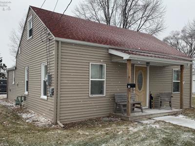 Oak Harbor Single Family Home For Sale: 113 W Lake Street