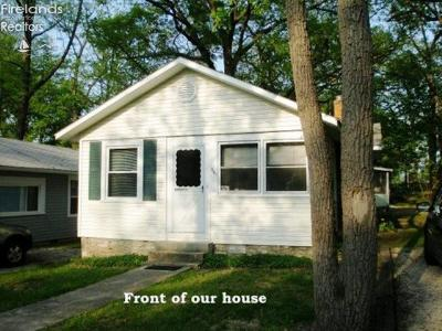 Lakeside OH Single Family Home For Sale: $279,000