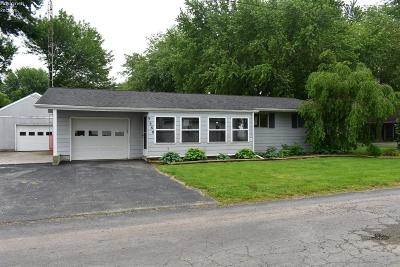 Oak Harbor Single Family Home For Sale: 9680 W Hollywood Drive