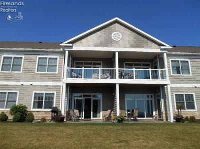 Port Clinton Condo/Townhouse For Sale: 3137 Beach Towne