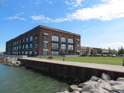 Sandusky Condo/Townhouse For Sale: 401 W Shoreline Drive #348
