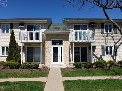 Marblehead Condo/Townhouse For Sale: 470 N Lake Pine Drive #4