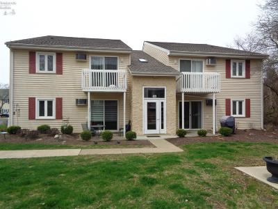 Marblehead Condo/Townhouse For Sale: 409 N Lake Pine Drive #2