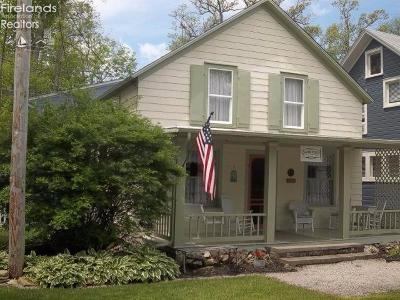 Lakeside Single Family Home For Sale: 350 Maple Avenue
