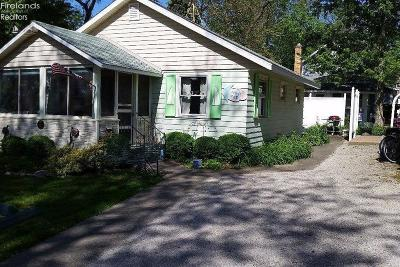 Lakeside OH Single Family Home For Sale: $289,000