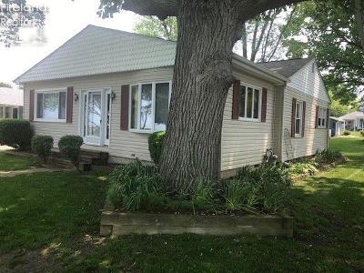 Port Clinton Single Family Home For Sale: 1095 N Byrneal Beach Drive Drive