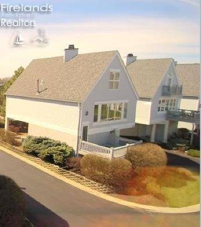 Port Clinton Single Family Home For Sale: 1628 Waters Edge Drive