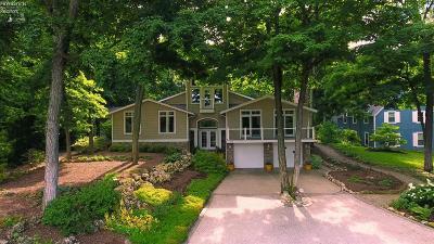 Port Clinton Single Family Home For Sale: 2911 N Firelands Boulevard