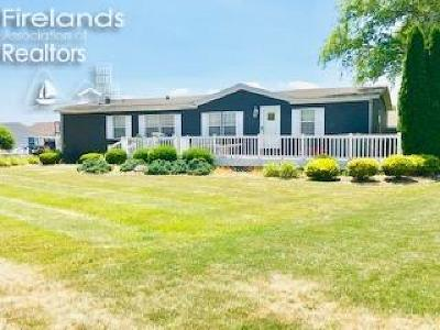Marblehead Single Family Home For Sale: 1688 N Coldwater Crossing Road