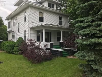Port Clinton Single Family Home For Sale: 4196 E State Road #b