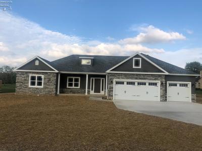 Norwalk Single Family Home For Sale: 24 Eagle Creek Drive