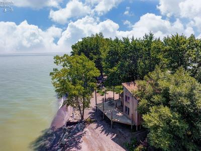 Oak Harbor Single Family Home For Sale: 8111 Sand Beach Road