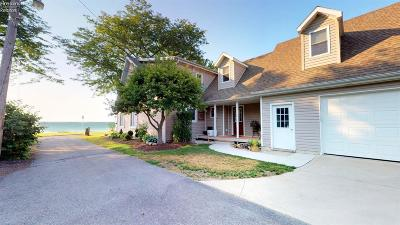 Port Clinton Single Family Home For Sale: 1125 N Byrneal Drive