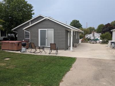 Port Clinton Single Family Home For Sale: 5573 E Helmsman Drive