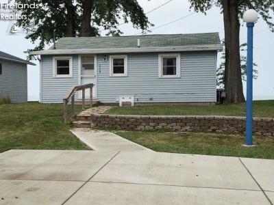 Port Clinton Single Family Home For Sale: 2739 E Sand Road