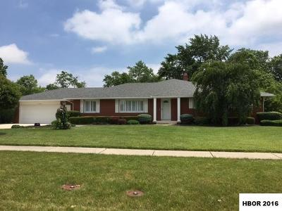 Single Family Home Sold Co-Op: 523 Canterbury Dr
