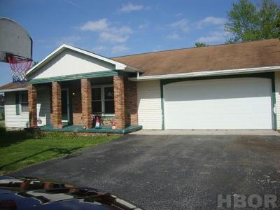 Fostoria OH Single Family Home For Sale: $106,000