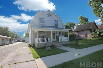 Fostoria Single Family Home For Sale: 562 Maple St.