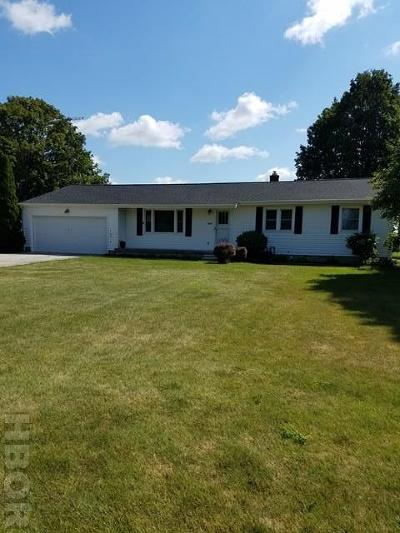 Fostoria Single Family Home For Sale: 2824 Courtly