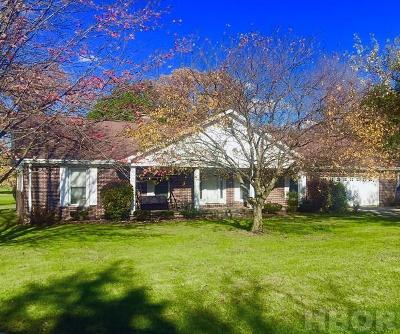 Fostoria Single Family Home For Sale: 950 Country Club Dr.