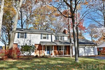 Findlay Single Family Home For Sale: 1902 Camelot Ln