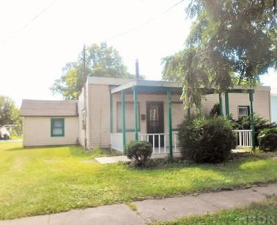 Single Family Home For Sale: 705 S Oak St
