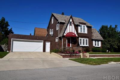 Fostoria Single Family Home For Sale: 104 Summit