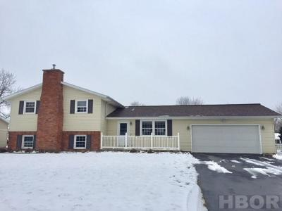 Fostoria Single Family Home For Sale: 215 Jeanette Dr