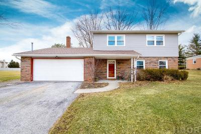 Findlay Single Family Home For Sale: 2416 Sweetwater Rd
