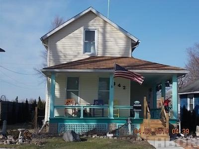 Fostoria Single Family Home For Sale: 842 W Center St