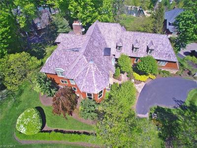 Bratenahl Single Family Home For Sale: 16 East Hanna Ln
