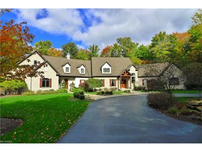 Chardon Single Family Home For Sale: 8525 Mentor Rd
