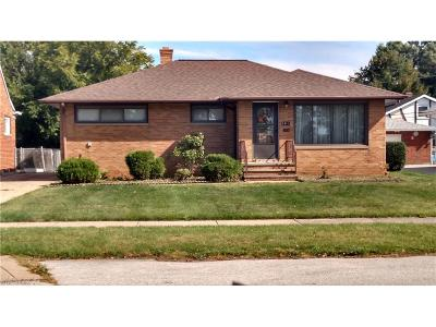 Garfield Heights Single Family Home For Sale: 5611 Briarcliff Dr