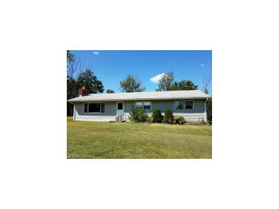 Chardon Single Family Home For Sale: 10924 Chardon Rd