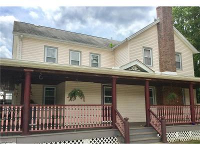 Garrettsville Single Family Home For Sale: 15043 Grove Rd
