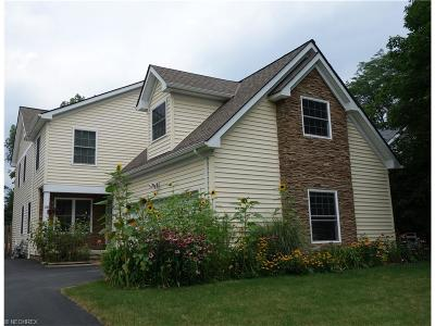 Chagrin Falls Single Family Home For Sale: 15 East Summit St