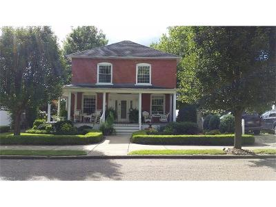Single Family Home For Sale: 229 Walnut St