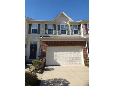 Willoughby Hills Condo/Townhouse For Sale: 2888 Andover Cir