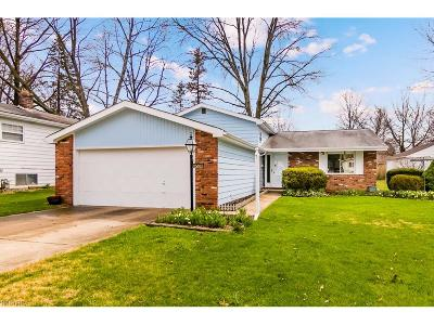 Olmsted Falls Single Family Home For Sale: 26539 Redwood Dr