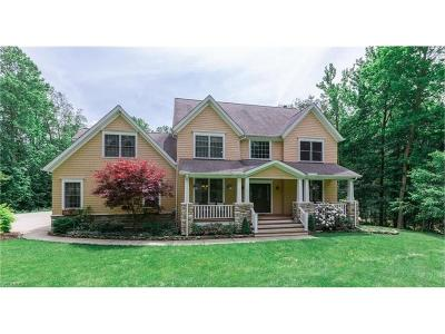 Chardon Single Family Home For Sale: 13855 Montclair Dr
