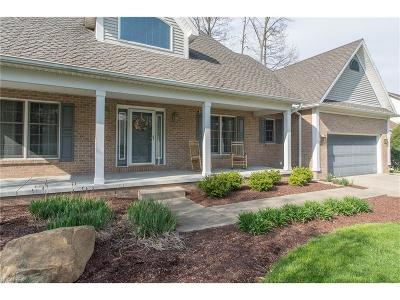 Youngstown Single Family Home For Sale: 5216 South Saratoga Ave