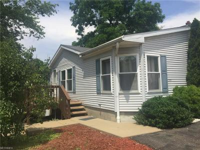 Single Family Home For Sale: 1359 Sharon Ave