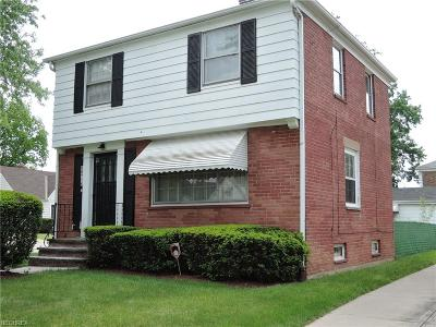 Maple Heights Single Family Home For Sale: 18716 Maple Heights Blvd