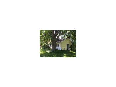 Chardon Single Family Home For Sale: 9311 Mentor Rd