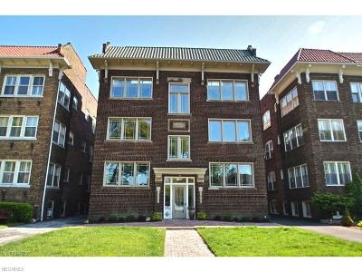 Lakewood Condo/Townhouse For Sale: 12966 Clifton Blvd #202